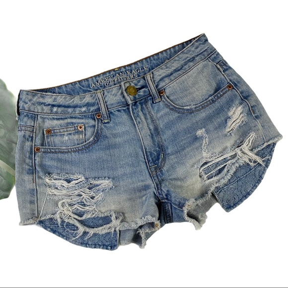 AEO | HIGH RISE FESTIVAL DISTRESSED JEAN SHORTS B